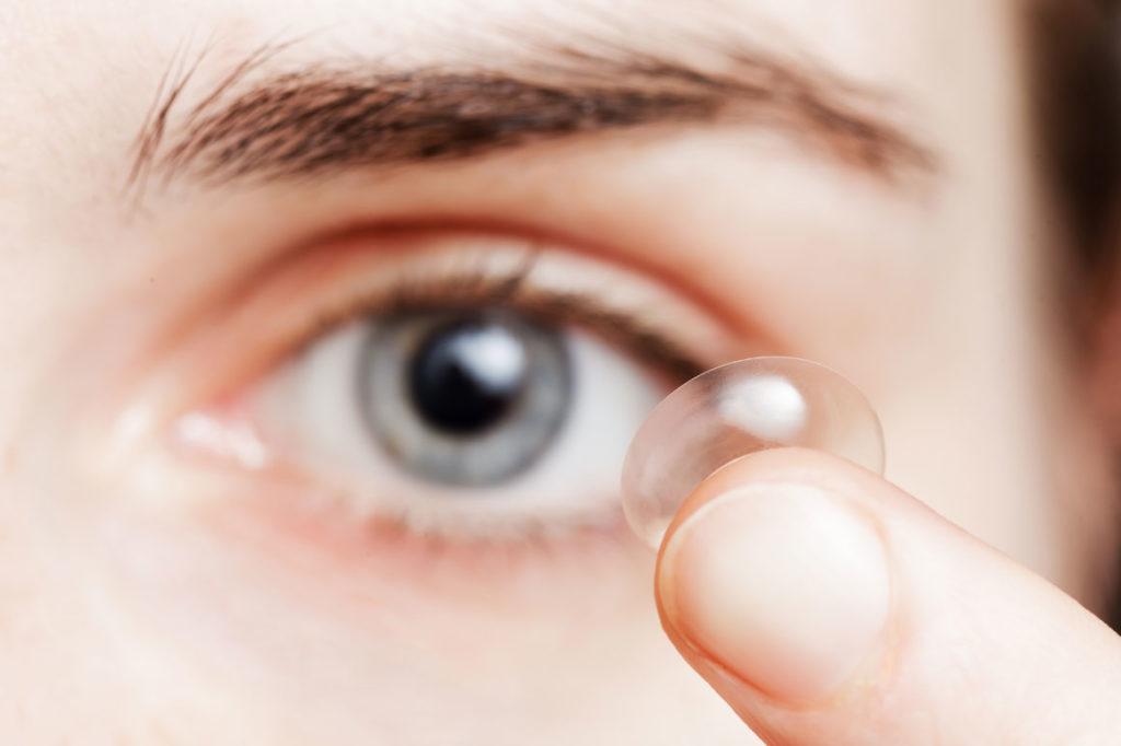 como colar lentes de contato gelatinosas